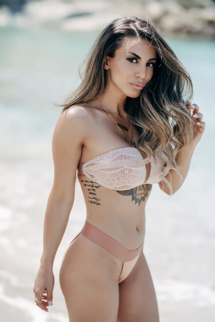 Shreya bikini pics